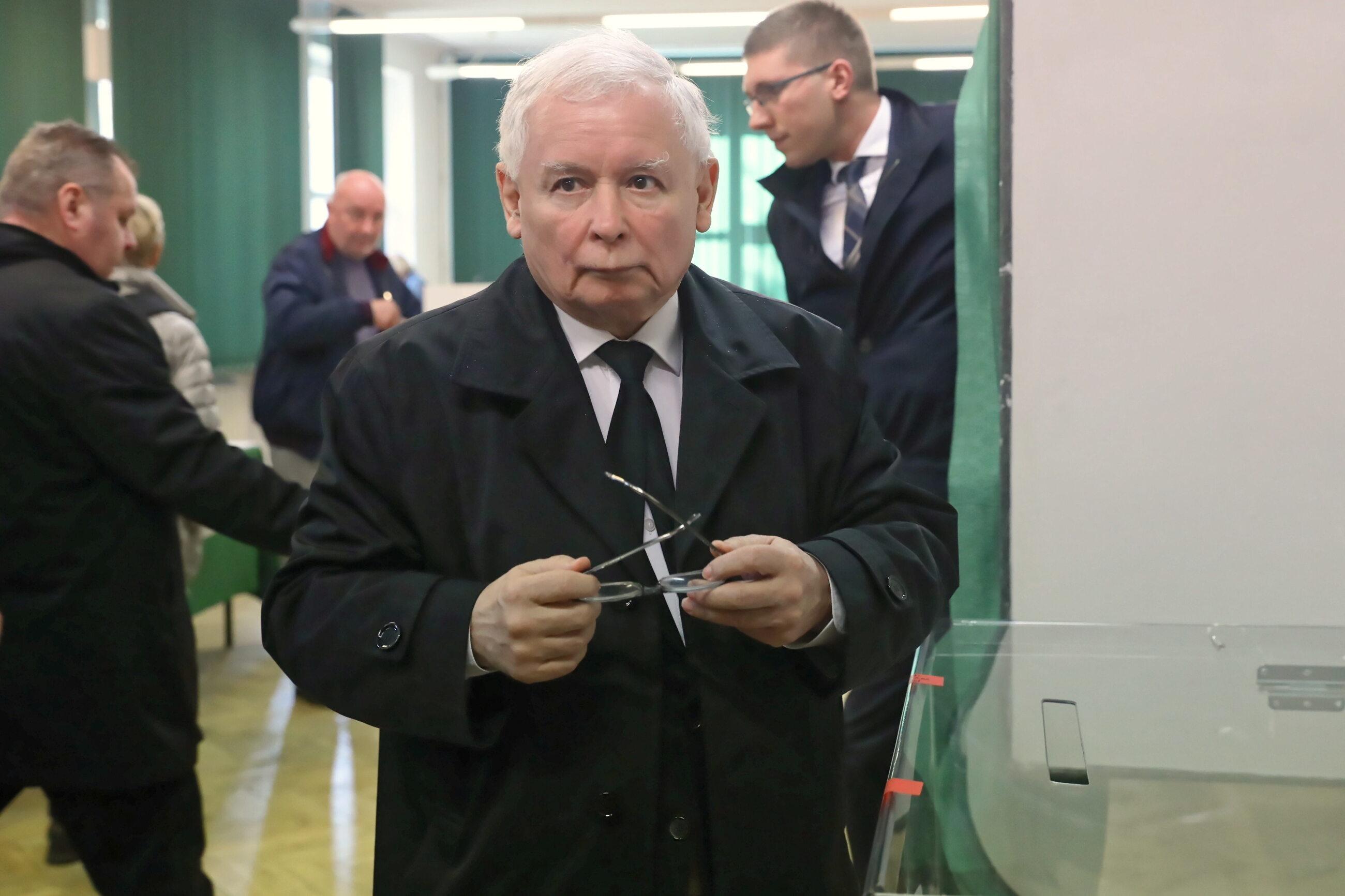 Jarosław Kaczyński podczas głosowania w Warszawie