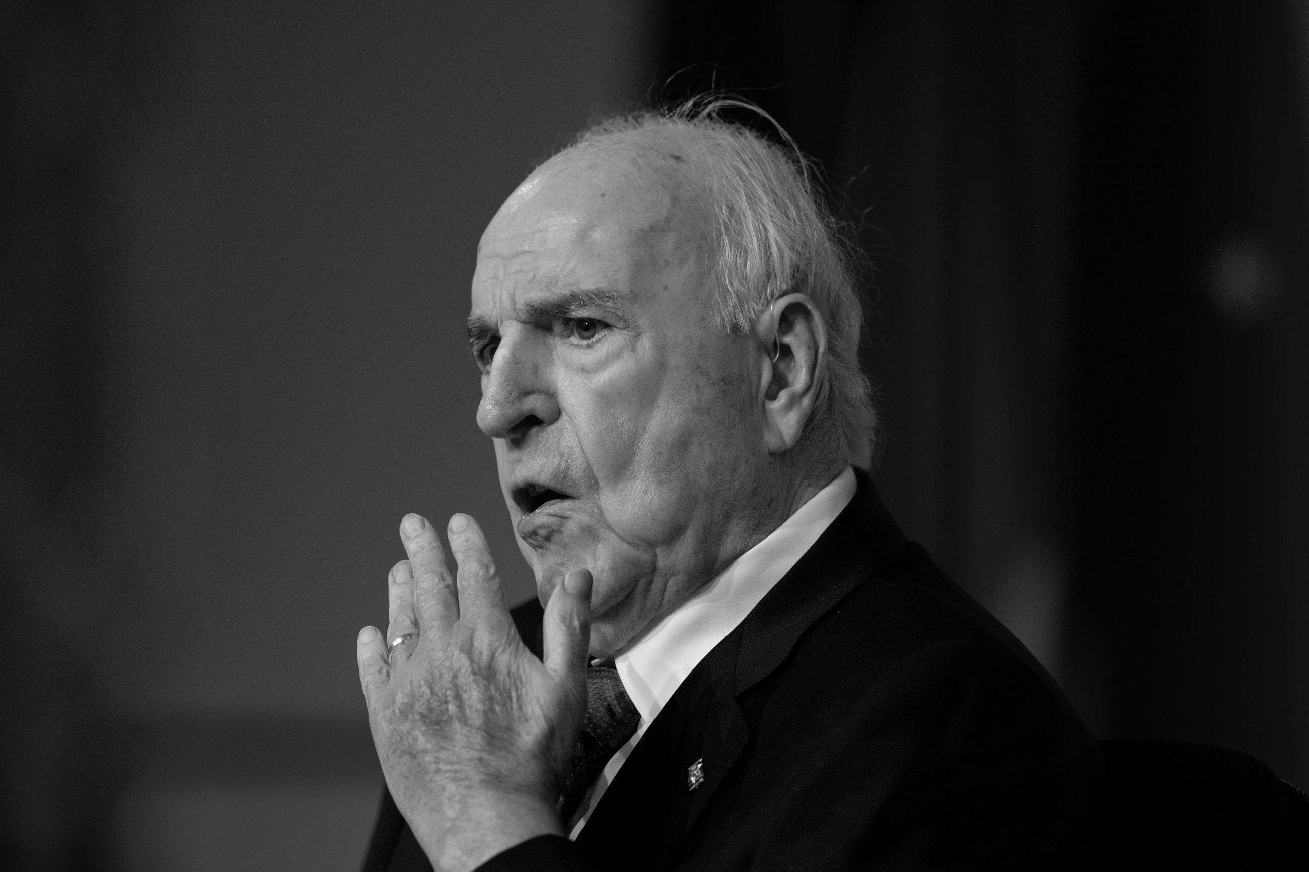Helmut Kohl – niemiecki polityk. W latach 1982-1998 był kanclerzem Republiki Federalnej Niemiec. Zmarł 16 czerwca 2017 r.